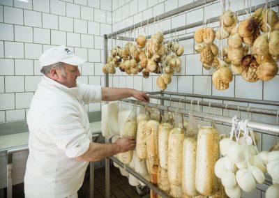 Mozzarella di Bufala Campana affumicata Caseificio Il Casolare